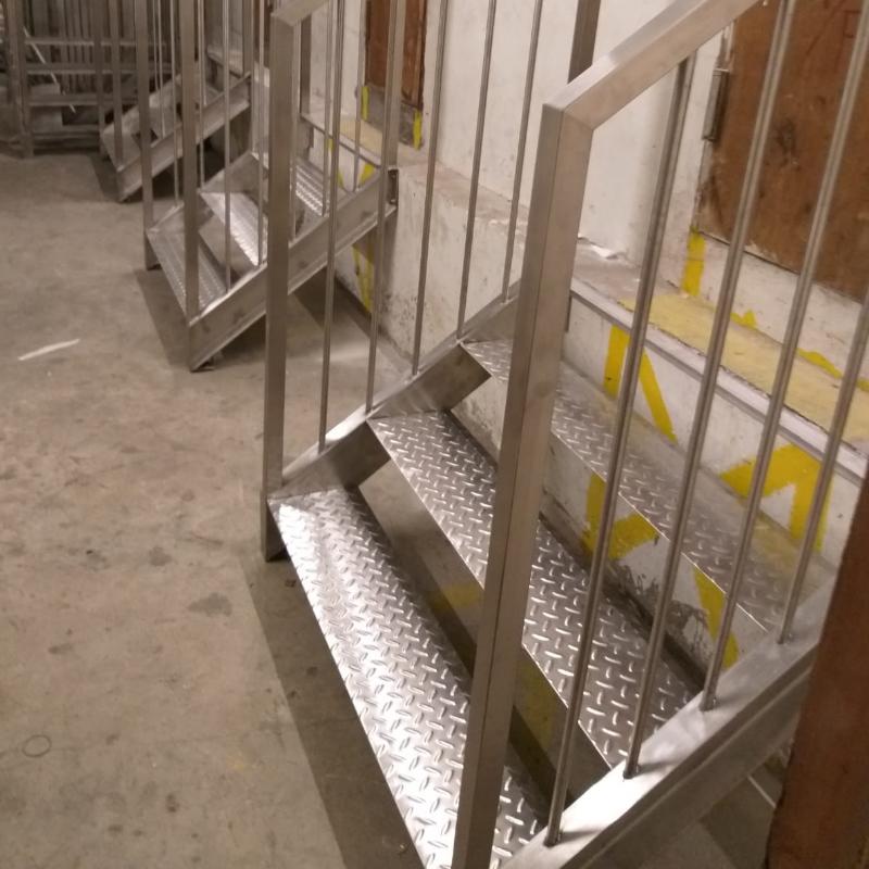不銹鋼樓梯工程